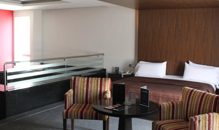 Conoce el Love Hotel Garden Plaza