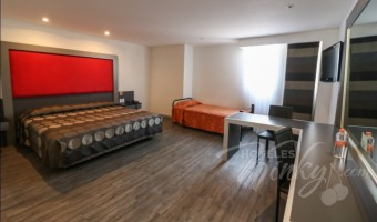 Love Hotel Atenas Plaza, Habitacion Triple o Cuádruple