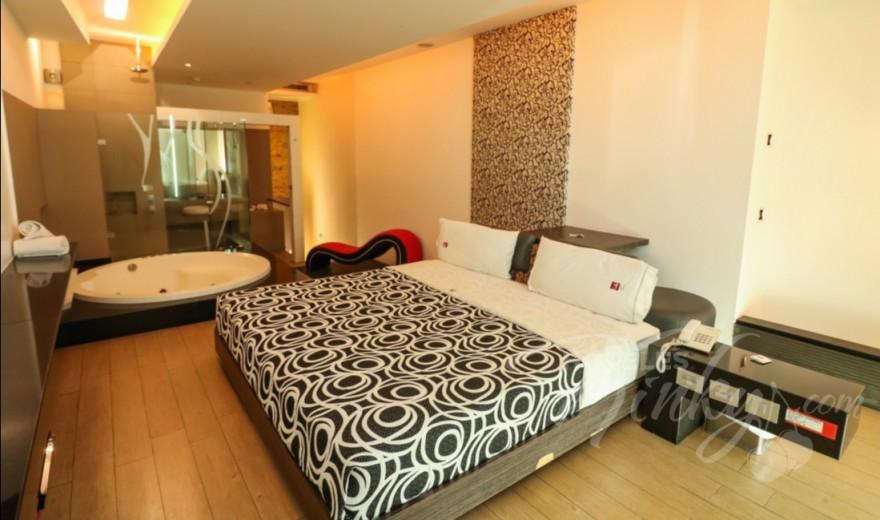 Habitaciòn Suite Jacuzzi del Love Hotel Blau Hotel & Suites