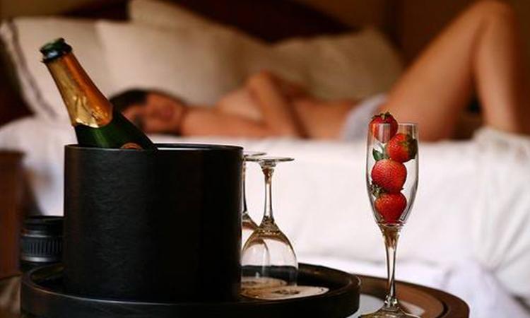 Cómetelo en un Love Hotel