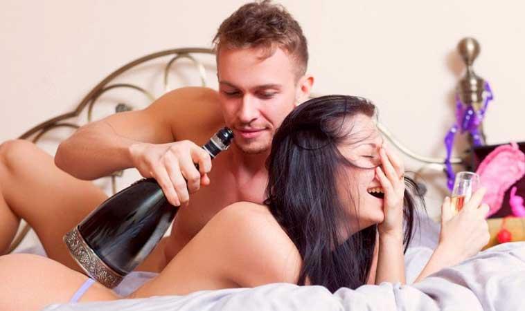 Completa tu experiencia en un Love Hotel con estos accesorios