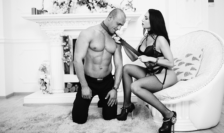 Conviértete en la dominatrix más seductora