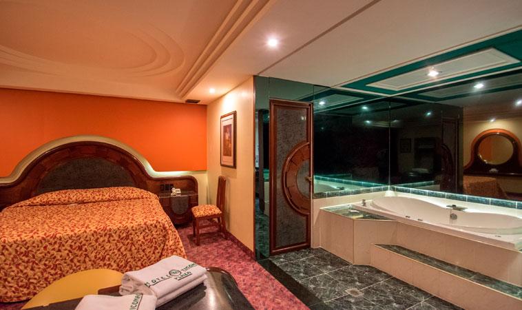 Enamórate de lo clásico en el Love Hotel Ticomán Plaza