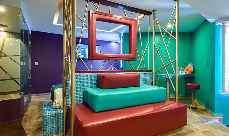 ¡Los Love Hotels más coloridos!