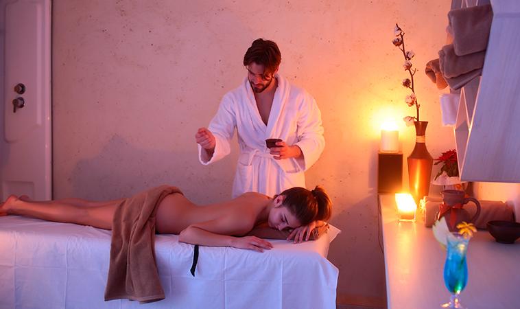 Tips para tener sexo en la cama de masajes