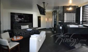 Love Hotel Canceleira, Habitación Hotel Jacuzzi