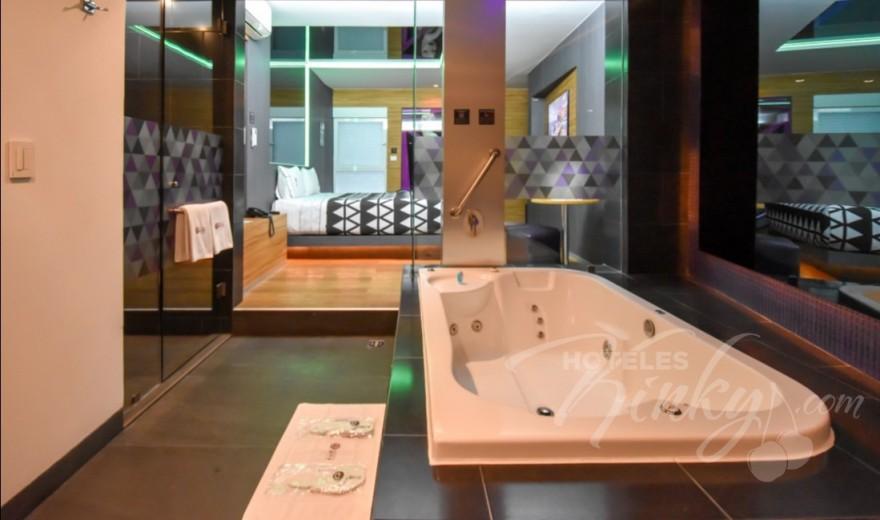 Habitaciòn Suite Jacuzzi del Love Hotel Interlove