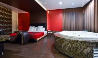 Love Hotel Magnum, Habitación Jacuzzi