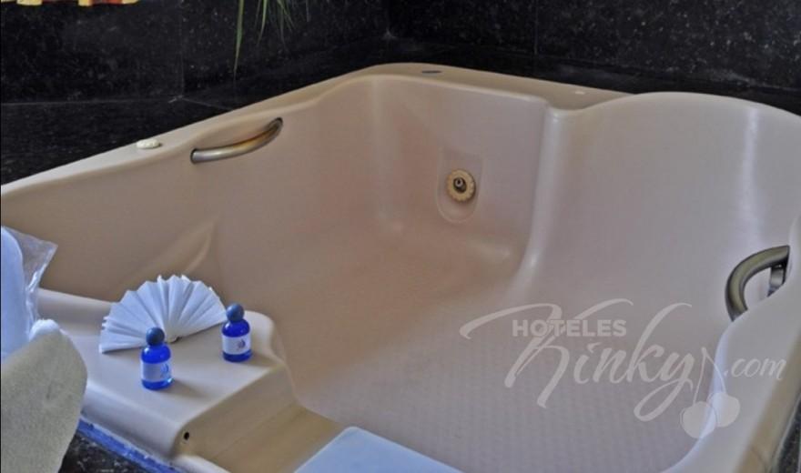 Love Hotel Auto Hotel Modena, Habitacion Suite Jacuzzi