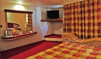 Love Hotel Auto Hotel Niza, Habitación Suite del Amor con Potro