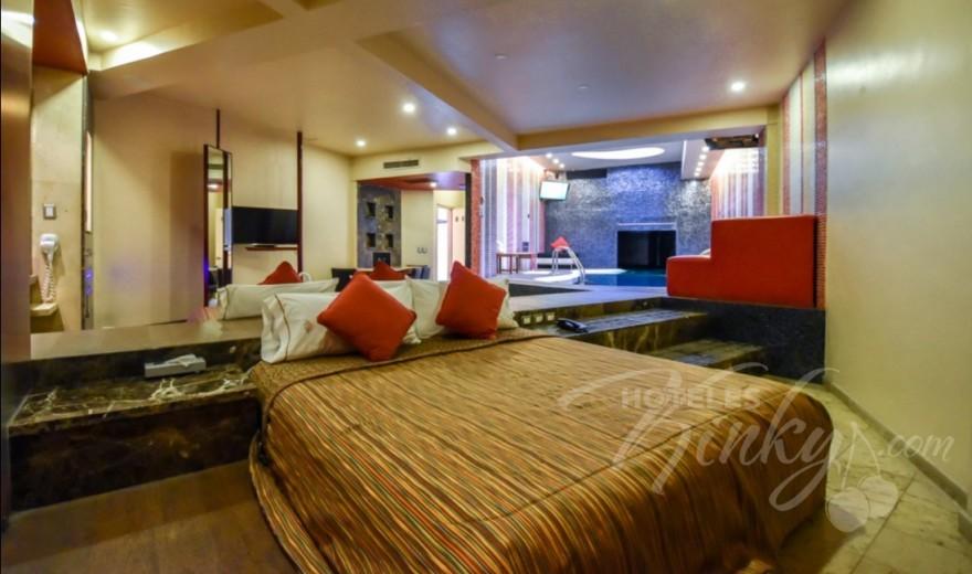 Habitaciòn Alberca Lounge del Love Hotel Pirámides del Valle