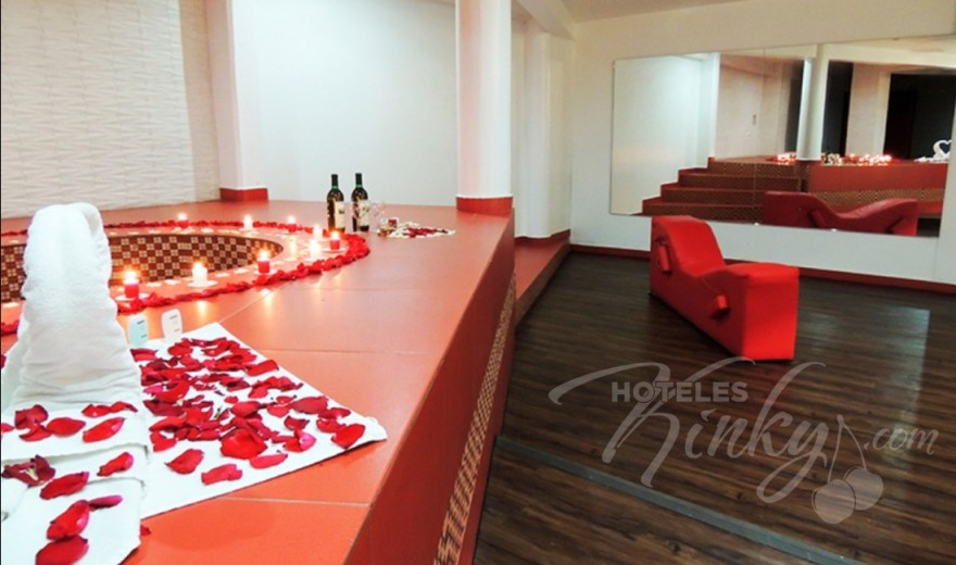 Habitaci n suite swinger del love hotel pistolas for Hotel pistolas