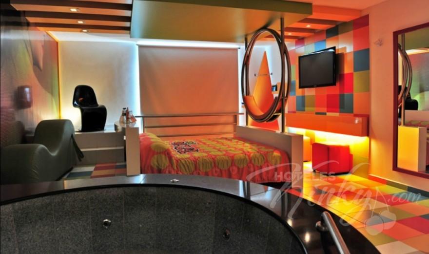 Love Hotel Pop Life, Habitación Suite Jacuzzi