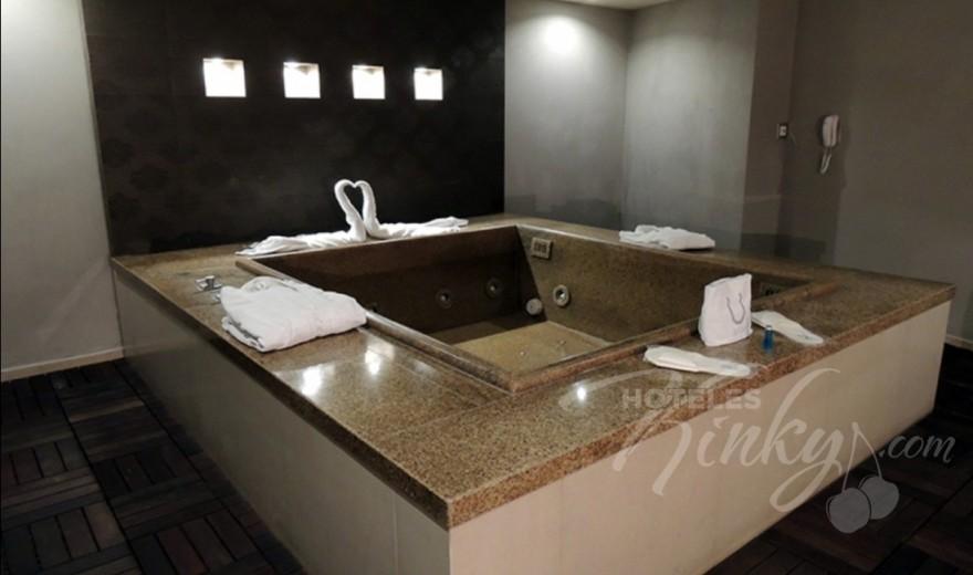 Habitaciòn Jacuzzi del Love Hotel Urban Hotel & Villas
