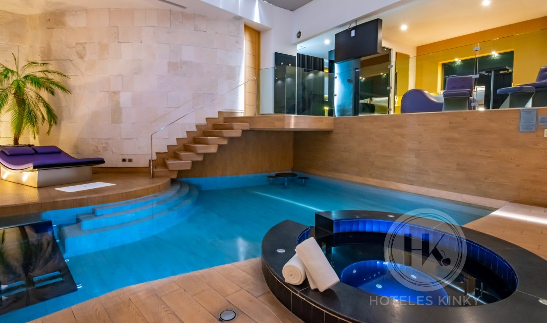Love Hotel Villa del Parque Elite , Habitacion Suite Alberca