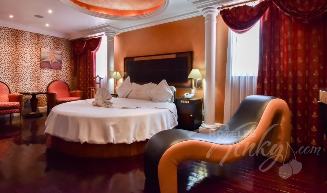 Love Hotel Villas Princess , Habitación Villa cama redonda
