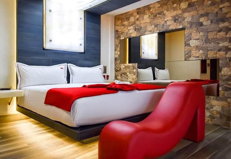 Love Hotel VP New - La Raza